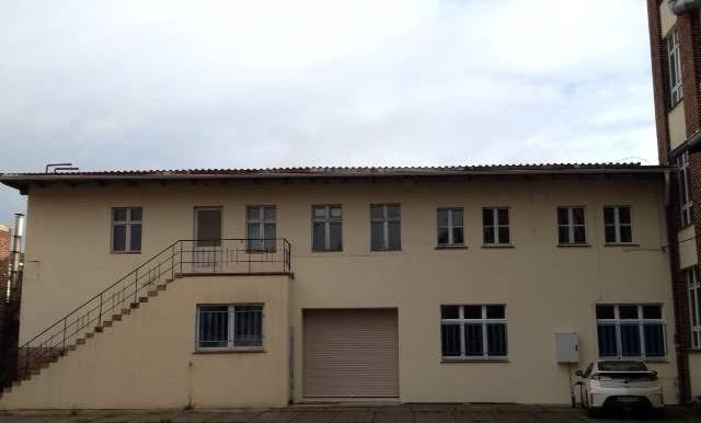 Bürogebäude mit Halle neu