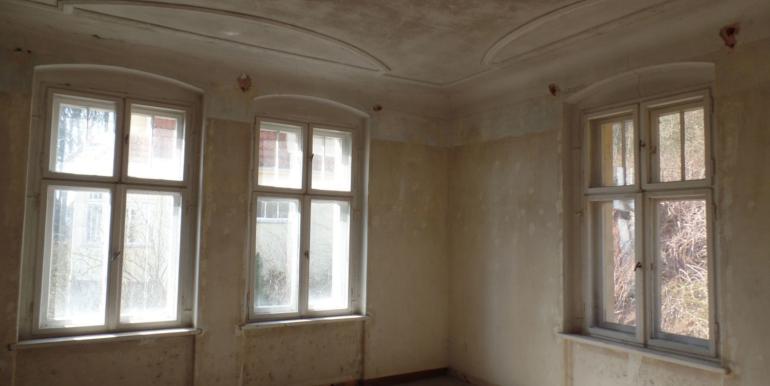Eckzimmer mit Stuckdecke