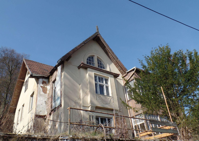Villa in Bestlage mit Blick über die Stadt