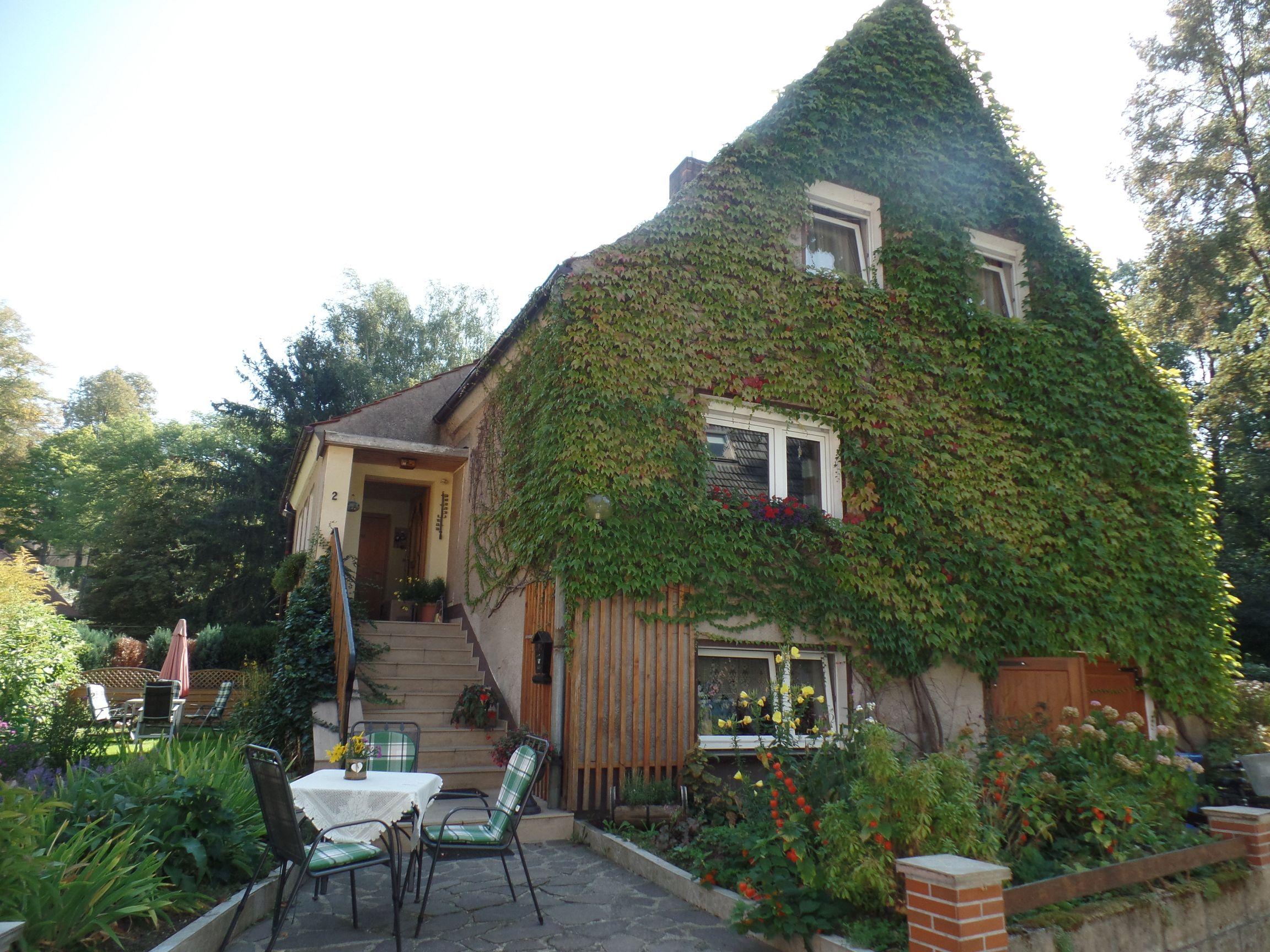 Freistehendes Einfamilienhaus mit Anbau auf kleinem Grundstück im Schöpstal