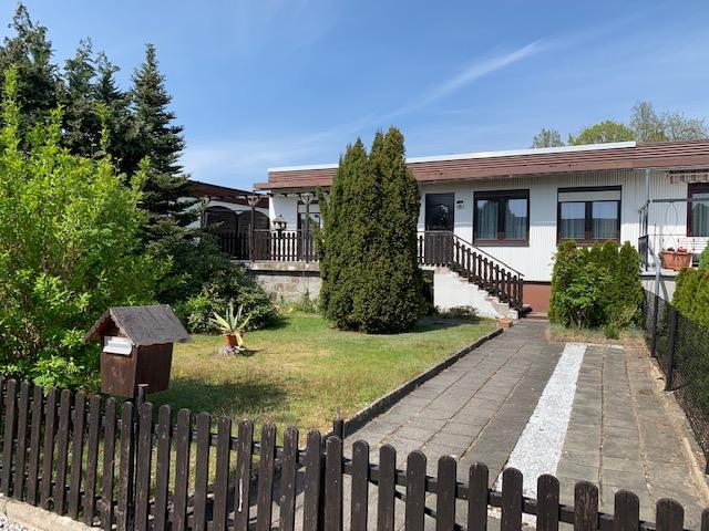 """""""Haus am See"""" Bungalowhaus mit Terrasse, Keller, Garage und Grundstück, unweit vom Nieskyer See"""