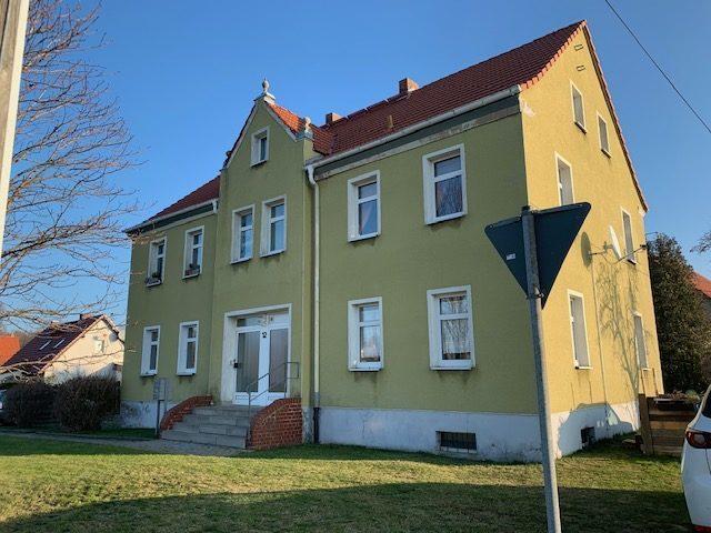 Saniertes Mehrfamilienhaus mit Keller, Stellplätzen und Grundstück in grüner Stadtrandlage