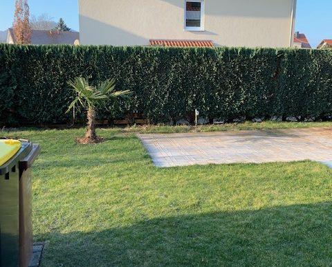 Garten mit Poolstellplatz