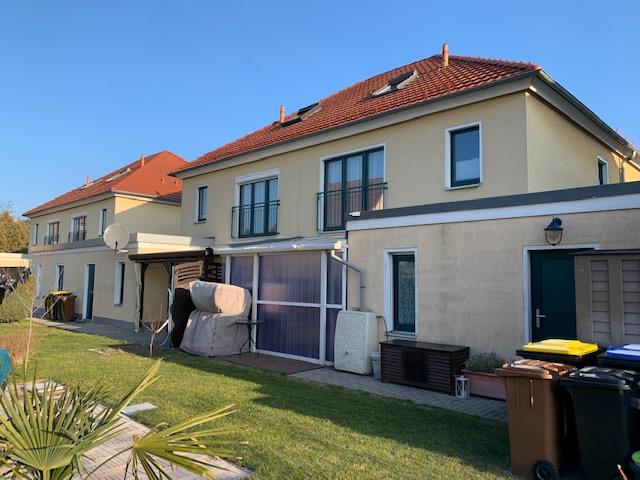 Attraktive Doppelhaushälfte mit Terrasse, Grundstück und Garage in Biesnitz!