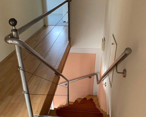Flur mit Treppe OG