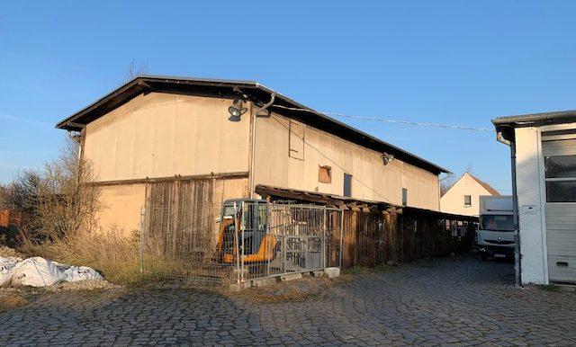 Gebäude mit Großgarage