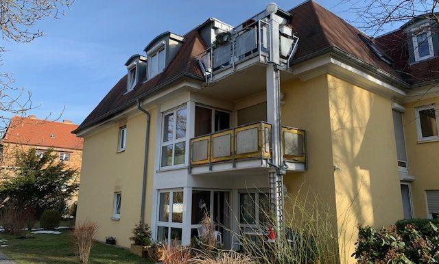 Gebäudeansicht mit Balkonen
