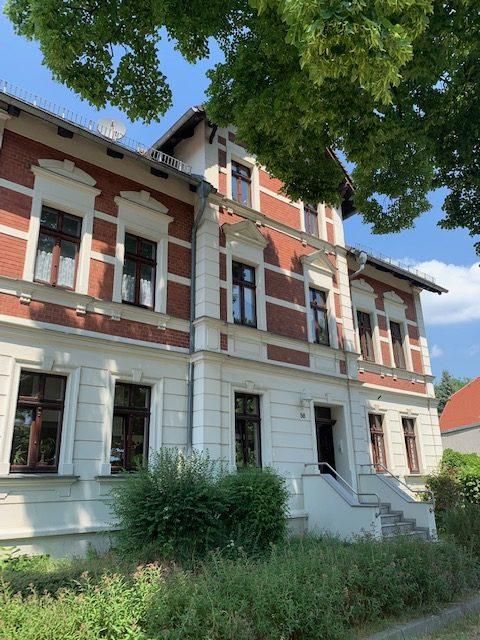 Gemütliche 4-Raum-Dachgeschosswohnung mit Keller, Stellplatz und kleinem Gartensitzplatz
