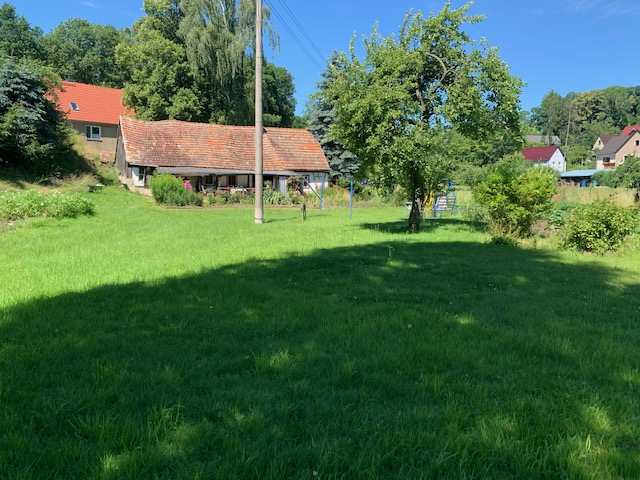Naturgrundstück mit Gartenhaus für Neubebauung